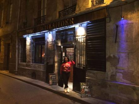 LIZZIE G performing at The Highlander in Paris France